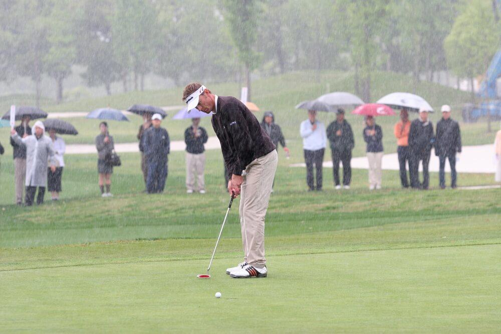 Die passende Regen Golfbekleidung macht den Unterschied