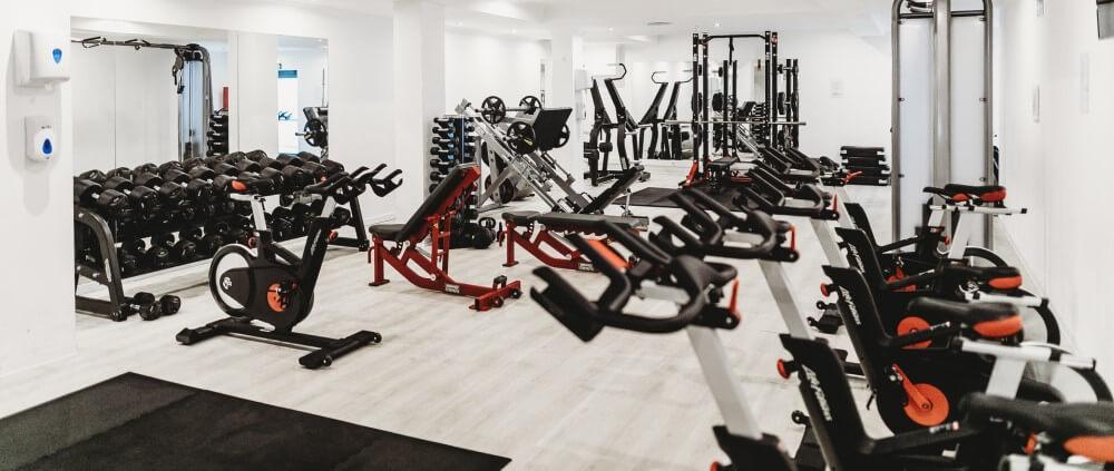 Baue das Fitnessstudio in dein Winter-Golftraining ein
